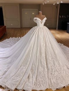 Puffy Wedding Dresses, Wedding Dress Train, Princess Wedding Dresses, Modest Wedding Dresses, Cheap Wedding Dress, Bridal Dresses, Gown Wedding, Lace Wedding, Elegant Dresses