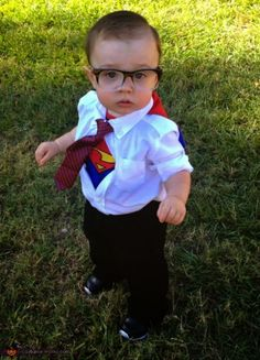 Looking for a clever costumes for the kids on Halloween? Here's our list of easy DIY Halloween costumes for kids that are sure to be a hit! Diy Baby Costumes, Diy Halloween Costumes For Kids, Halloween Costume Contest, First Halloween, Homemade Halloween, Cute Costumes, Homemade Costumes, Costume Ideas, Superman Halloween