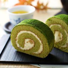 抹茶ロールケーキ (Matcha Roll Cake)