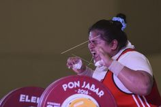 Lifter angkat besi putri Aceh Nurul Akmal ketika berhasil memecahkan rekor nasional kelas +75 Kg putri #PON2016.   Nurul berhasil meraih medali emas sementara perak diraih atlet Jambi Kinanty Saputri dan perunggu diraih atlet Kalimantan Barat Oktaviana Riska.