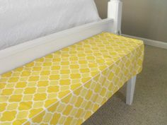 DIY bench. I've been wanting a bench for the end of my bed. Might need a little help with the sewing though...