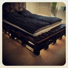 Original  Pallets Bed With Lights  #bed #bedroom #light #palletbed #palletheadboard #recyclingwoodpallets Another nice pallets bed with lights made by Morgan! Nice work Morgan :)    ...