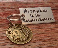 Estampillé « Mes autres Ride est le Poudlard Express » Harry Potter inspiré porte-clés avec un charme 9 3/4