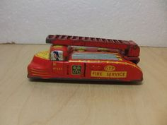 G-T-P-Glam-Toy-Product-tinplate-Fire-Engine-toy-1950s-with-extending-ladder