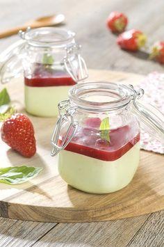Panna cotta chocolat blanc/basilic et coulis de fraise