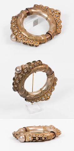 Indonesia | Karo Batak man's armlet; silver, gilt silver, copper and wood. Ø 12 cm  | ca. 19th century | 1'720€