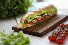 Amit a dietetikus sosem rendelne étteremben - Fogyókúra | Femina Sandwich Sous-marin, Sandwiches, Submarine Sandwich, Hot Dog Buns, Hot Dogs, Crudite, Mom Day, Ham And Cheese, Food Menu