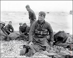 D Day 1944 Robert Capa (this is NOT a Capa photo: was taken on Omaha Beach by Walter Rosenblum ) Normandy Beach, Normandy France, D Day Normandy, Normandy Ww2, War Photography, Vintage Photography, Adventure Photography, World War Ii, World History