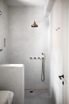 Plastered Bathroom Goodness | Indie Home Collective | indiehomecollective.com