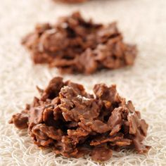 Discover our easy and quick recipe of Roses des sables au chocolat on Cuisine Actuelle! Desserts With Biscuits, Köstliche Desserts, Delicious Desserts, Dessert Recipes, Yummy Food, Galletas Cookies, Chocolate Recipes, Chocolate Food, Chocolates