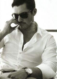 fitted linen shirts do wonders. really. candy for the eyes. minus the cigarette