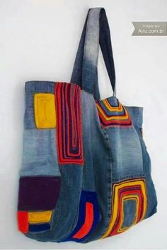 Harika Kot Çanta Modelleri Wonderful Jeans Bag Models, # Is kotçantanasılyapıl # Kotçantasüsl Game I have prepared many beautiful photos for you to make bags from old jeans today. Very good for those who want to evaluate their jeans. Sacs Tote Bags, Tote Purse, Patchwork Bags, Quilted Bag, Bag Quilt, Denim Purse, Denim Jeans, Denim Crafts, Recycled Denim
