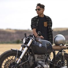 3,820 vind-ik-leuks, 14 reacties - Motor Company (@caferacerdreams) op Instagram: 'We love Sundays!! #crd61 by @caferacerdreams • @rober_castro99 #motorcycle #ForSale…'