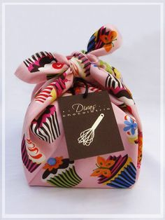 Fabulous value add - the furoshiki adds a wonderful, whimsical touch to packaging. Cupcake Packaging, Pretty Packaging, Gift Packaging, Cupcakes Packaging Ideas, Brand Packaging, Packaging Design, Branding Design, Bakery Branding, Packaging Biscuits