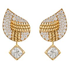 Golden braid #Earrings from #FlyingCloud - #Chanel - #FineJewelry collection in 18K yellow gold set with 2 #CushionCut - #Diamonds (4,03 cts) and 130 #BrilliantCut - #Diamonds - July 2017