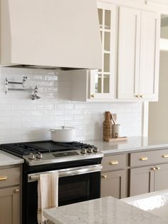 Greige Kitchen, Kitchen Inspirations, Home Decor Kitchen, Kitchen Remodel, Kitchen Decor, Minimal Kitchen, House Interior, Sweet Home, Home Kitchens