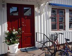 Red windows and RED double doors! Red Windows, Double Doors, Garage Doors, Outdoor Decor, Inspiration, Design, Palette, Home Decor, Interiors