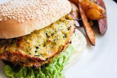 Lyst på noe lett og godt til lunsj eller middag? Lag feta- og squashburger! Og når du først er i gang - lag dobbel porsjon, så har du til frokost også.