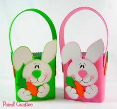 Arte em eva cole o coelho em maletinhas feita com caixa de leite ,recicle.