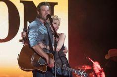 Blake Shelton Joins Gwen Stefani for a Duet in Dallas
