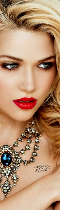 ❇Téa Tosh❇ Perfect red lips !!!