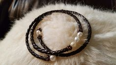 Memory wire bracelet with leather and pearls with copper accents