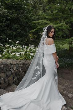 FLORENCE floral wedding veil 10 Simple Wedding Gowns, Ivory Wedding, Floral Wedding, Wedding Dresses, Headpiece Wedding, Wedding Veils, Chapel Wedding, Dream Wedding, Bridal Lace