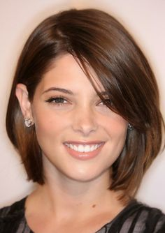 Check Out 23 Medium Bob Hairstyles To Get Inspired. Medium bob hairstyles are classic and classy. Short Hair Styles For Round Faces, Short Thin Hair, Medium Short Hair, Haircut For Thick Hair, Medium Hair Styles, Long Hair Styles, Haircut Short, Straight Hair, Long Faces