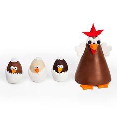 A galinha de chocolate belga recheada de Nutella dentro, traz seus pintinhos também de chocolate belga para um passeio, encantando a todos que recebem este charmoso presente de páscoa! FOUND IT! - Presentes especiais para todas as ocasiões.