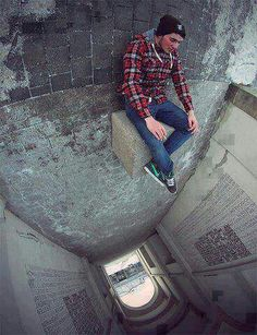 Photographer Christopher Hassler brought this photo to another level by using a fish eye lens to distort the photo's perspective. Creative Photography, Amazing Photography, Photography Tips, Street Photography, Cool Illusions, Optical Illusions, Illusion Fotografie, Forced Perspective Photography, Perspective Photos