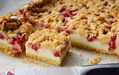 This Rhubarb Streusel Cake recipe is just like Grandma used to make! It's the perfect tender cake recipe with fresh rhubarb and a sweet and crispy streusel topping, and it's absolutely lovely with a cup of coffee or tea! Rhubarb Desserts, Rhubarb Cake, Rhubarb Recipes, Köstliche Desserts, Dessert Recipes, Rhubarb Ideas, Rhubarb Crunch, German Desserts, German Recipes
