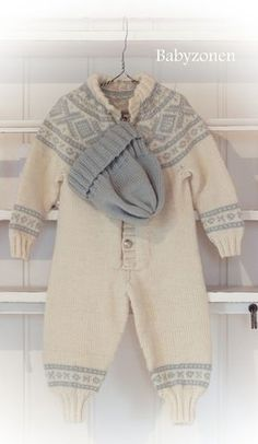 Dress med Marius mønster Sweater Knitting Patterns, Knit Patterns, Crochet Baby, Knit Crochet, Norwegian Knitting, Baby Dresser, Baby Barn, Knit Baby Sweaters, Knitting For Kids