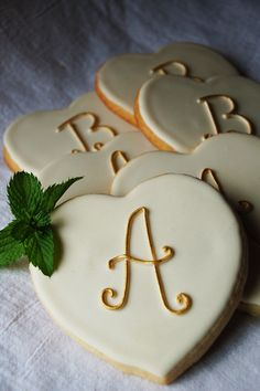 nice Valentine monogram cookies to make the letter you could use Royal Icing or Wilto. Galletas Cookies, Iced Cookies, Royal Icing Cookies, Sugar Cookies, Cupcakes, Cupcake Cookies, Cookie Favors, Baby Cookies, Flower Cookies