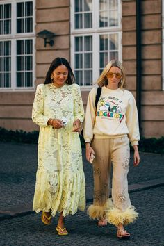 The Best Street-Style Photos From Copenhagen's Spring 2020 Fashion Shows: Style du Monde's Acielle is photographing the most stylish Danes and out-of-towners at Copenhagen Fashion Week. See our latest street-style coverage here. Best Street Style, Looks Street Style, Spring Street Style, Cool Street Fashion, Nyfw Street Style, Foto Fashion, Star Fashion, Fashion Models, Fashion Outfits