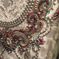 "657 curtidas, 17 comentários - Saira Rizwan (@sairarizwan_official) no Instagram: ""#outfit #details #SairaRizwan"""
