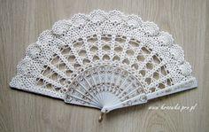 Lace wedding hand fan in ivory ecru victorian by ModernCrochetClub