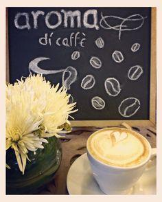 Noche de sábado  noche relax y café.  Despide tu día con una taza del mejor café  en #AromaDiCaffé Conócenos en el C.C. Metrocenter pasaje colonial. #AromaDiCaffé #MomentosAroma #SaboresAroma #BuscandoElCafé #Caracas #Café #Coffee #CoffeeMoments #CoffeeTime #InstaMoments #InstaCoffee