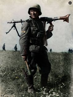 WEHRMACHT soldier with MG 34