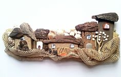 Carnevale, Pebble Fish and Driftwood Sculptures! Pebble Stone, Pebble Art, Stone Art, Sea Crafts, Diy And Crafts, Arts And Crafts, Driftwood Sculpture, Driftwood Art, Sculpture Art