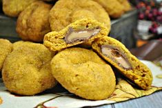Looking for a delicious stuffed cookies recipe? Wait until you try this pumpkin cookie recipe. These Pumpkin Spice Cookies are actually a Stuffed Pumpkin Rolo Cookie. Perfect Stuffed Pumpkin Rolo Cookies When it comes to fantastic cookies, these cookies rank right up there with the best. The stuffed pumpkin Rolo cookies are the best pumpkin … Pumpkin Cookie Recipe, Pumpkin Spice Cookies, Pumpkin Bread, Cookie Recipes, Rolo Cookies, Stuffed Pumpkin, Frozen Pumpkin, Pumpkin Cheesecake Bars, Pumpkin Cream Cheeses