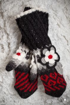 Suurenna klikkaamalla Knit Mittens, Knitting Socks, Knit Socks, Scarf Hat, Tatting, Needlework, Knitwear, Knit Crochet, Crochet Patterns