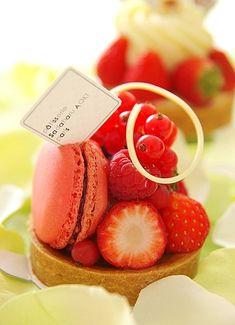 Strawberry & Macaron Tart