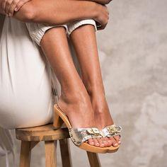 Scholl iconic: gli zoccoli in legno tornano a fare tendenza