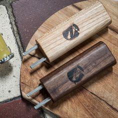 Der Design Flaschenoeffner hebelt jeden Kronkorken von der Flasche