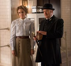 Dr. Ogden (Hélène Joy) and Inspector Brackenreid (Thomas Craig) discuss the evidence with Gus Shanley and Detective Watts.