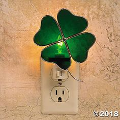 Framed with golden wire, this stained glass shamrock radiates a reassuring glow. Stained Glass Night Lights, Faux Stained Glass, Stained Glass Lamps, Stained Glass Projects, Stained Glass Patterns, Good Luck Wishes, Blown Glass Art, Celtic Designs, Glass Texture