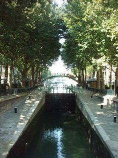 Google Image Result for http://wikitravel.org/upload/en/thumb/8/88/Paris_10th_canal_st_martin.jpg/350px-Paris_10th_canal_st_martin.jpg