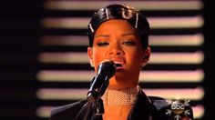 Rihanna - Diamonds (American Music Awards 2013)