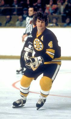 """Robert Gordon """"Bobby"""" Orr, OC is a retired ice hockey player. A defenceman, he is considered to be one of the greatest hockey players of all time. He played his National Hockey League (NHL) . Hockey Games, Ice Hockey, Stars Hockey, Hockey Mom, Boston Bruins Hockey, Chicago Blackhawks, Blackhawks Hockey, Bobby Orr, Bobby Hull"""