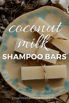 Coconut Milk Shampoo Sticks With its high lauric acid content, coconut milk will ensure your shampoo bar has a bubbly lather and extra creamy feel, while jojoba oil adds a touch of luxury that's fantastic for promoting healthy shiny hair. Diy Shampoo, Shampoo Bar, Diy Savon, Coconut Milk Shampoo, Coconut Oil, Diy Beauté, Homemade Soap Recipes, Homemade Paint, Homemade Candles